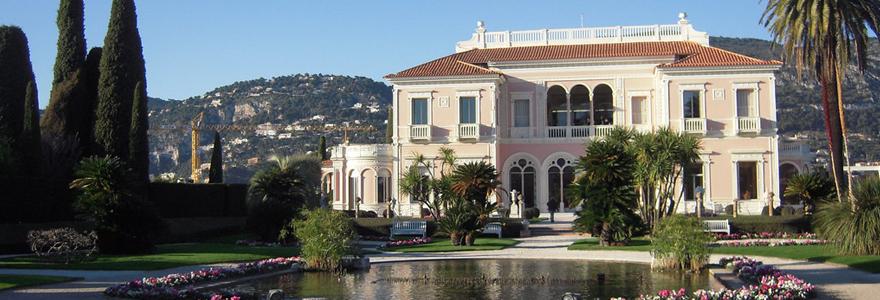 photo d'une villa avec piscine dans le sud est de la france